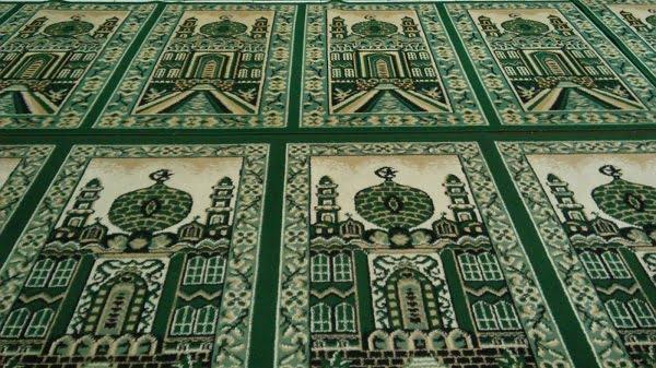shalat tarawih di rumah